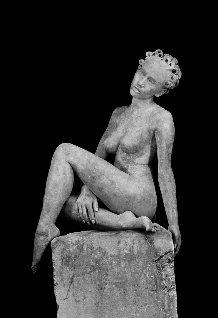 Greek Statue Woman Sitting Tristan Dark DSC 7792 Giulia Borio